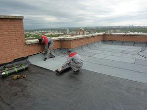 Правильно подобранный утеплитель для крыши позволяет сохранить тепло в доме во время холода