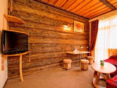 Блок-хаус для внутренней отделки 42 фото обшитый потолок внутри дома примеры облицовки комнат в квартире
